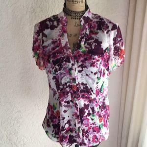 EUC Floral Button up Shirt!